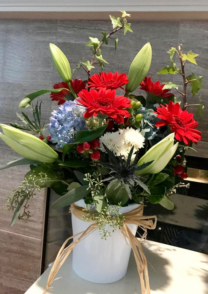 bereavement, patriotic, veteran, holiday, hydrangea, gerbera, mum, lily
