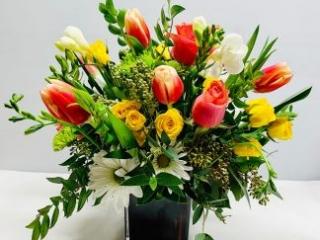 congrats, congratulation, tulip, rose, spray roses, freesia, daisy mum
