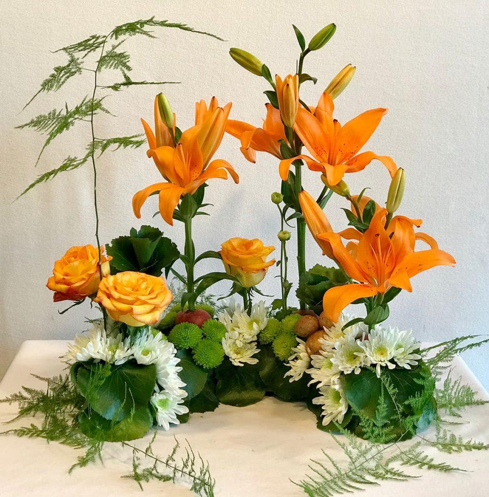 sympathy, bereavement, lily, rose, mum, galax floret