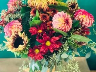 holiday, centerpiece, dahlia, mums, sunflower, disbud