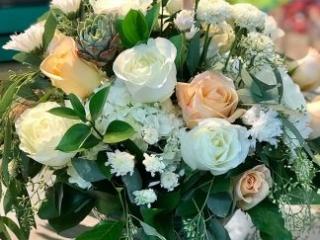 honor, bereavement, holiday, rose, hydrangea, mum, succulent